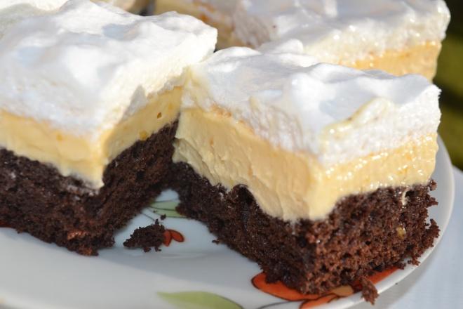 Pehelykönnyű vaníliakrémes habos sütemény