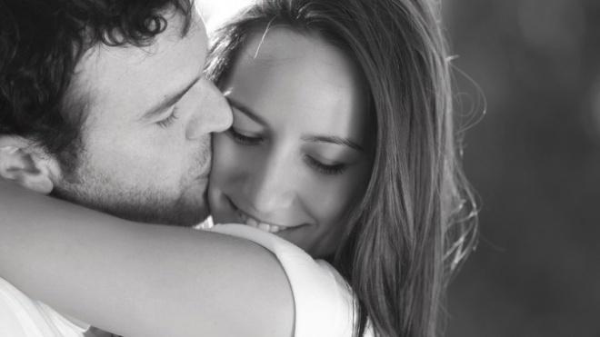 Ha egy férfi látni akar, ő keres. Ha veled akar lenni, megteszi. Nem egy nőnek kell tíz körömmel belekapaszkodva mindent feláldozni.