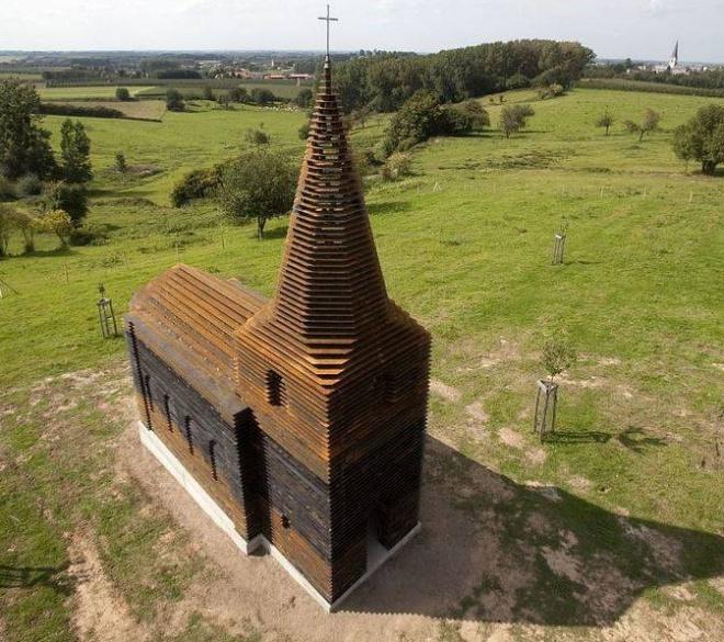 Első ránézésre hétköznapi templomnak tűnik, DE NEM AZ! A világ minden tájáról zarándokolnak a különleges belga templomhoz