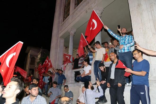A katonai puccs reggelre elbukott Törökországban!