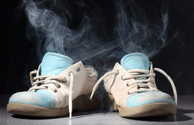 Így megszűnik a lábszag, és illatos lesz a cipőd! 3 FILLÉRES MEGOLDÁS!