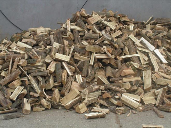 FIGYELEM! Tűzifa akcióval csalnak! Mire behordták a fát, már ott volt a rendőrség!
