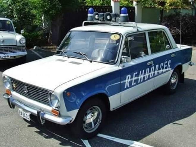 Nyomj egy lájkot, ha Te is emlékszel az igazi rendőrautóra!