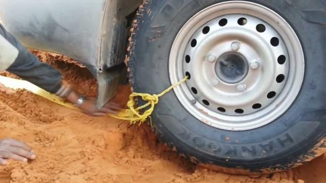 Elakadtál a sárban? Így könnyen ki tud jönni a kocsi!