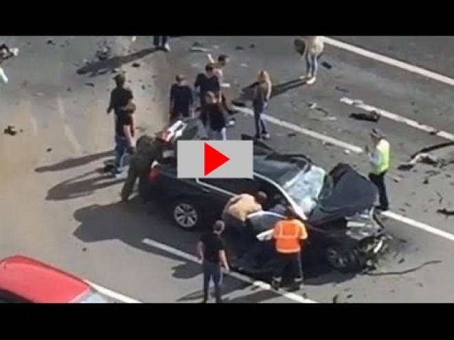 SÚLYOS BALESET! Putyin autója teljesen összetört!