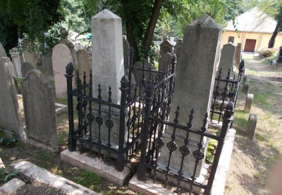 A temetőben sétálva bukkant erre a feliratra