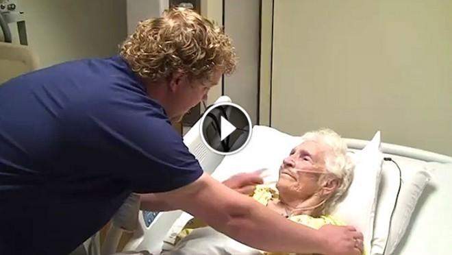 Egy ápoló, aki a betegek szemébe örömkönnyeket csal!