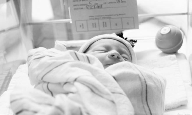 Telefonon keresztül irányították aszülést. Az apa szinte önkívületi állapotba került!