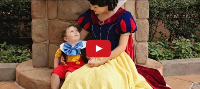 Így varázsolta el Hófehérke a 2 éves autista kisfiút
