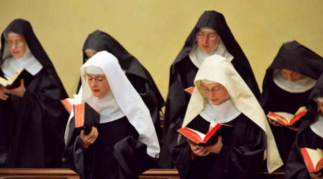 Két apáca bejegyzett élettársi kapcsolatba lép