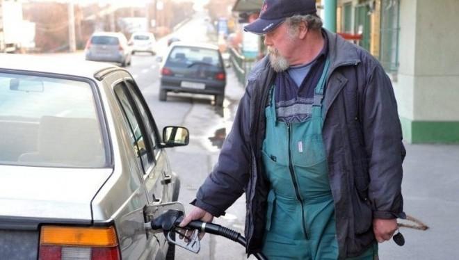 ADD TOVÁBB: holnap megint emelik az üzemanyag árát! TANKOLJ MAGYYAR!