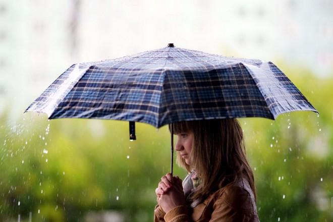 ROSSZ HÍR 1: az egész országban esik. ROSSZ HÍR 2: erősödik a szél. ROSSZ HÍR 3: napközben mindössze...