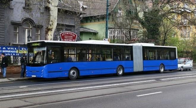Az érzéketlen buszvezető nagy ívben tett az utasokra. Egészen addig, míg odaszólt neki egy néni...