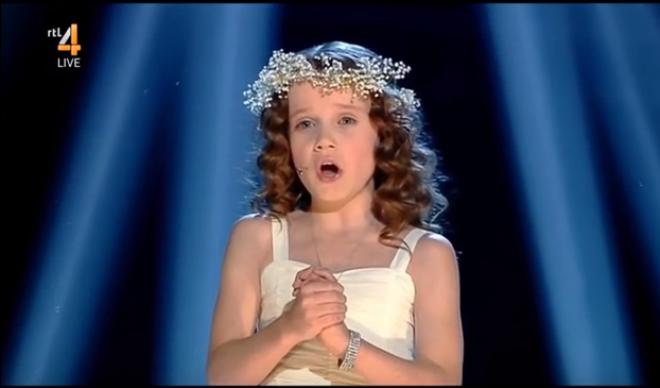 Az Ave Maria egy angyali kislánytól. Nincsenek rá szavak!