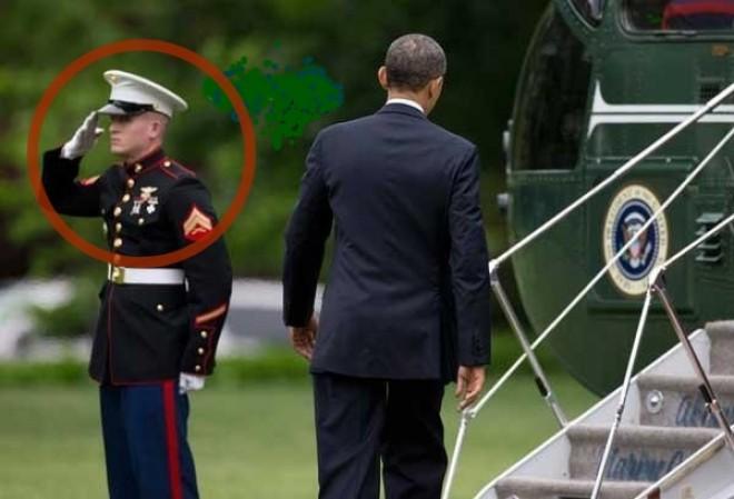 Az amerikai elnök elfelejtett köszönni az egyik testőrének...