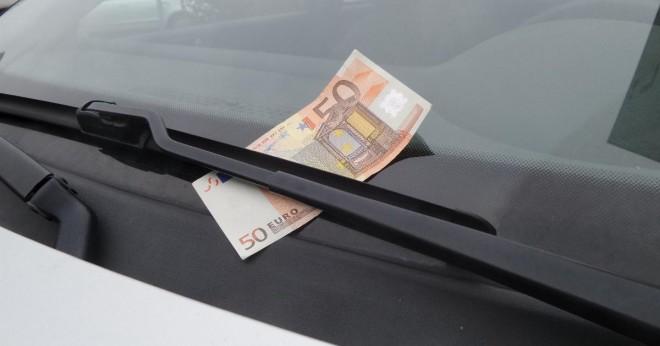 Ha pénzt találsz a kocsid szélvédőjén ne örülj és semmiképpen ne szállj ki!