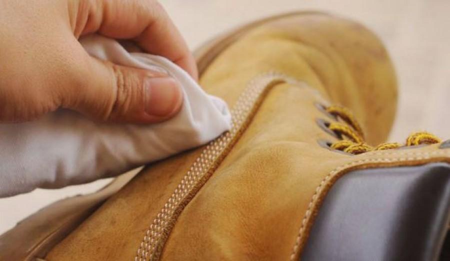 A bőrcipő sérülését házi módszerrel is eltüntetheted!