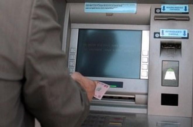 Hétvégén az egyik legnagyobb bank szolgáltatásai leállnak!