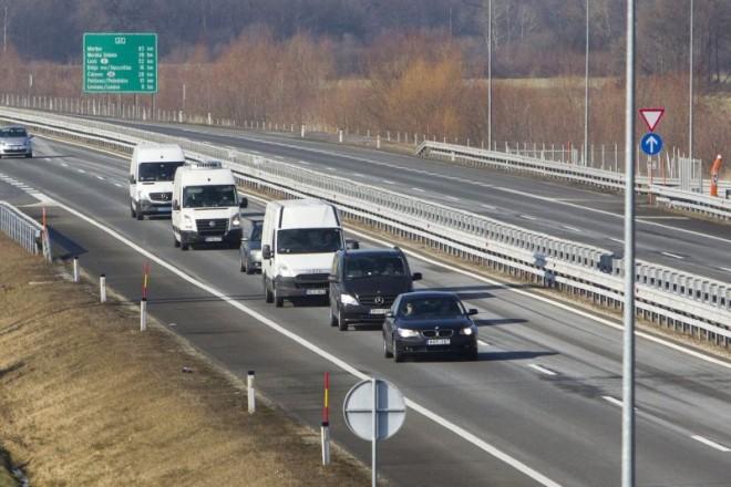 Megérkezett a Honvédkórházhoz az áldozatok holttestét szállító konvoj