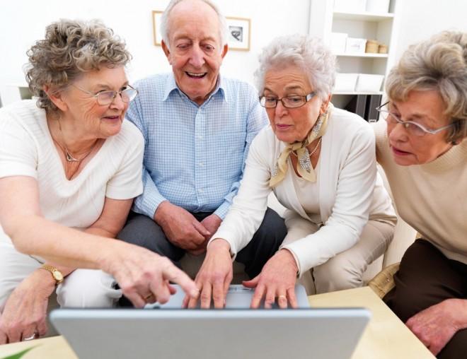 Ingyen laptopot vagy számítógépet kaphatnak a nyugdíjasok!