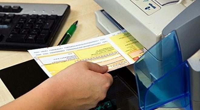 Több százezren kapnak a napokban 5000 forintos csekket március végi befizetési határidővel