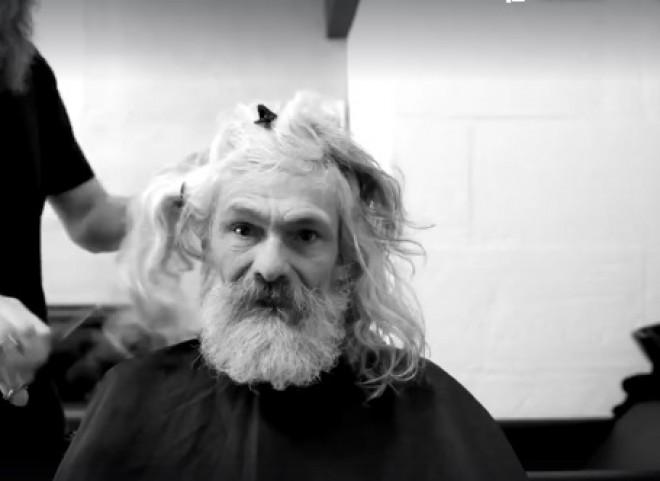 Szívdöglesztő férfit csináltak egy hajléktalanból! VIDEÓ
