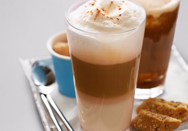 Ma egy csomó helyen ingyen kávézhatsz! Mutatjuk az országos listát!
