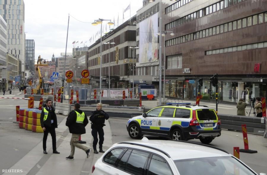 Szirénázó rendőrautó hajtott végig a városon, ahonnan hangosbeszélőn terrorcselekményre figyelmeztették az embereket