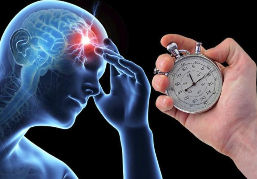 Bárki képes felismerni, ha valakinek stroke-ja van! Minden perc számít!