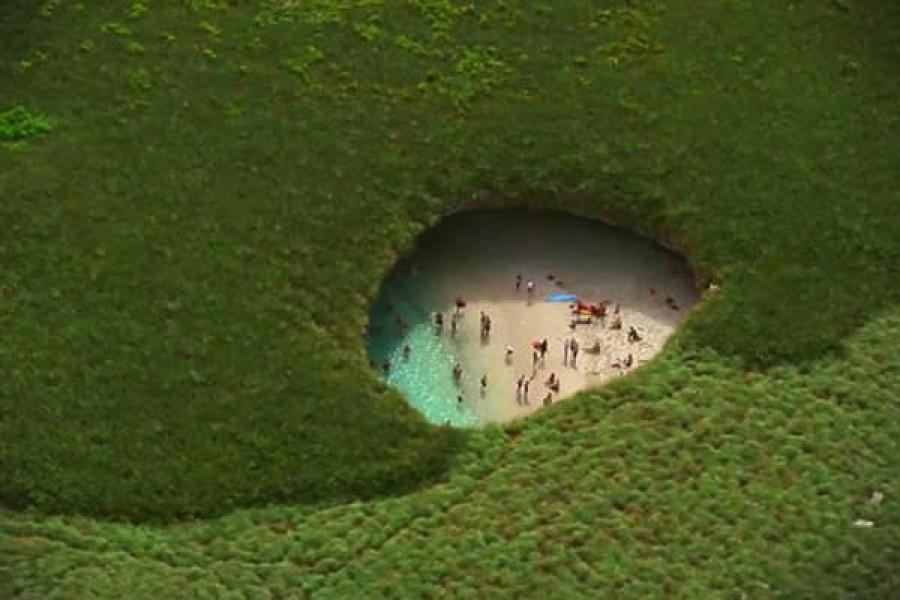 Rejtett tengerpart a föld alatt