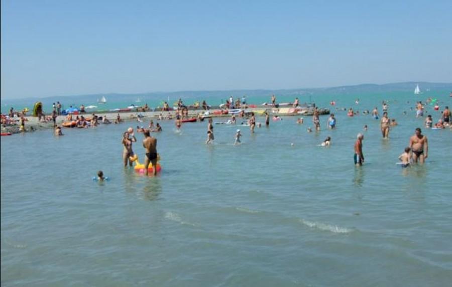 Ennyiért fürödhetsz idén a Balatonban. Már alig van pár szabadstand!