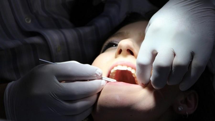 Belehalt egy kislány a fogászati kezelésbe!