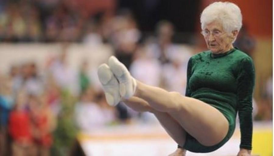 Eláll a lélegzeted, ha megnézed, hogy tornászik ez a 91 éves hölgy!
