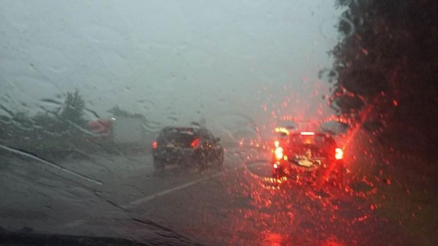 Betört a vihar az országba, jégeső bénítja meg a forgalmat! (VIDEÓVAL)