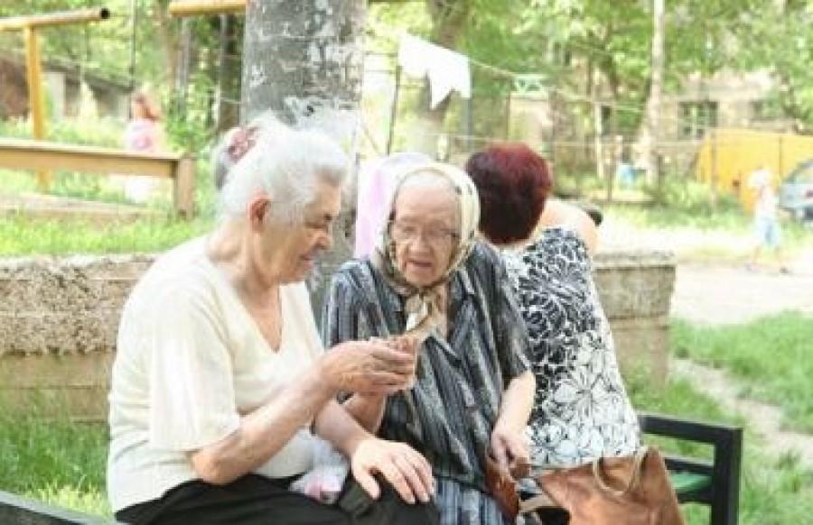 A nyugdíjasokat érinti: plusz pénzre és ajándék Erzsébet utalványokra lehet számítani