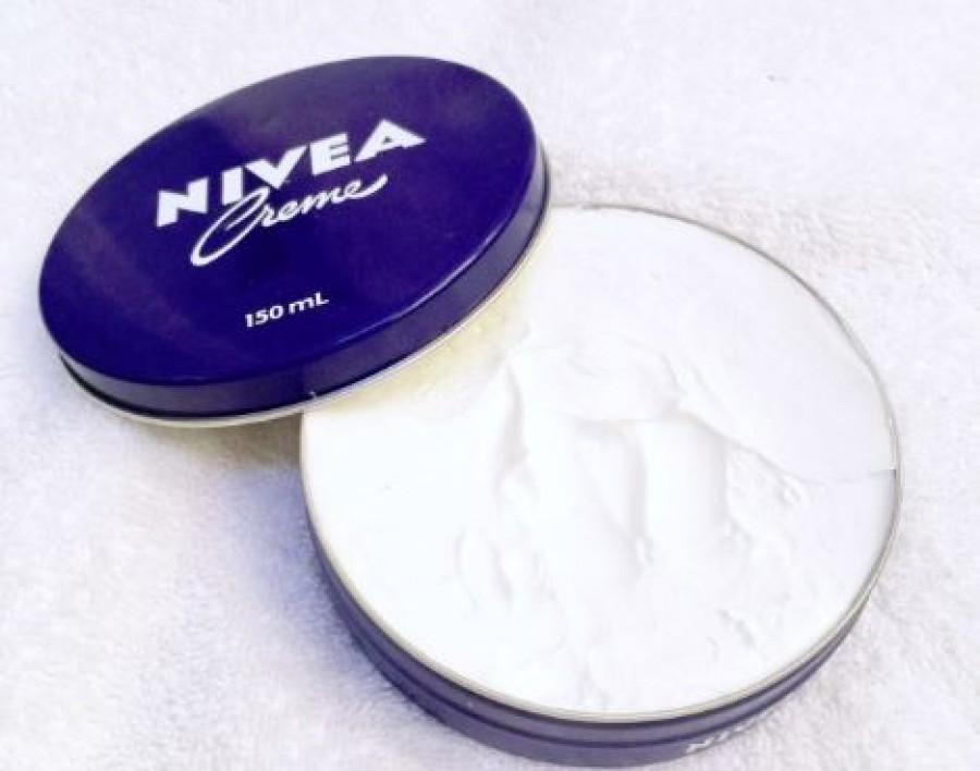 Sokan használják a kék dobozos Nivea krém, de kevesen tudják, mi mindenre jó még