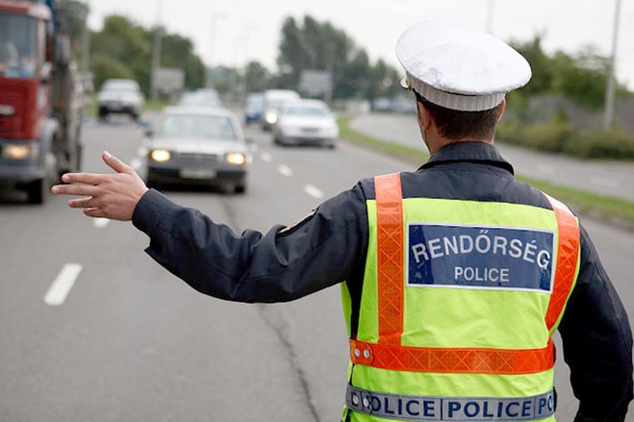 Autósok, motorosok figyelem! Hétfőn minden rendőr az utcán lesz!