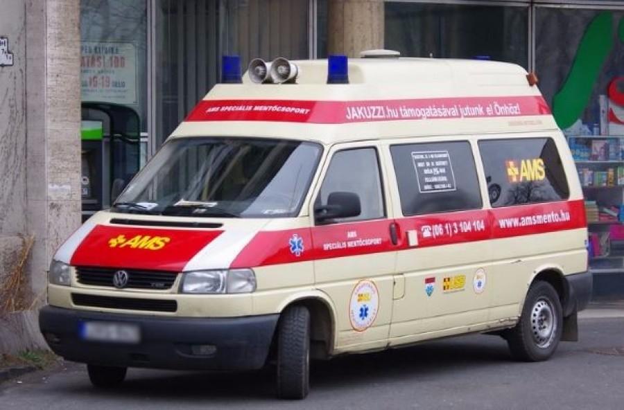 Éjjel fél kettőkor még megálltak hamburgerezni a trombózisos beteget szállító mentők