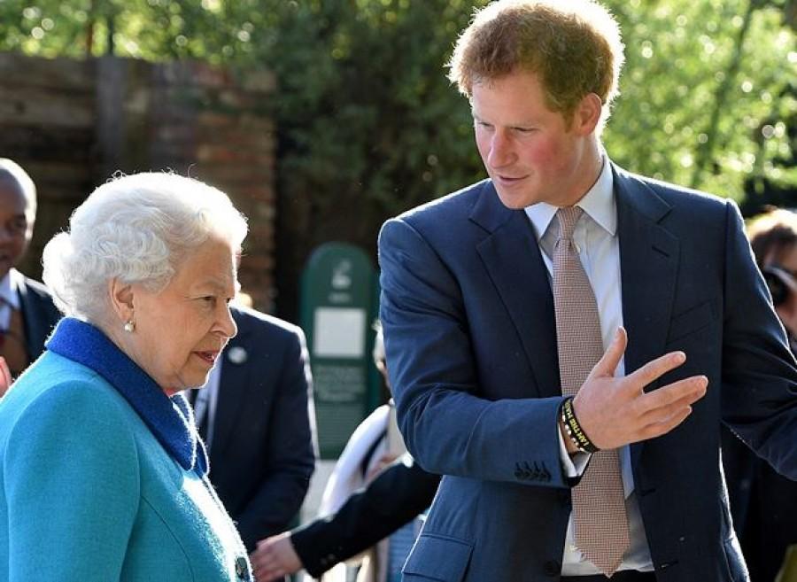Feladta Erzsébet királynő. Szombaton bejelentheti a királyi palota.