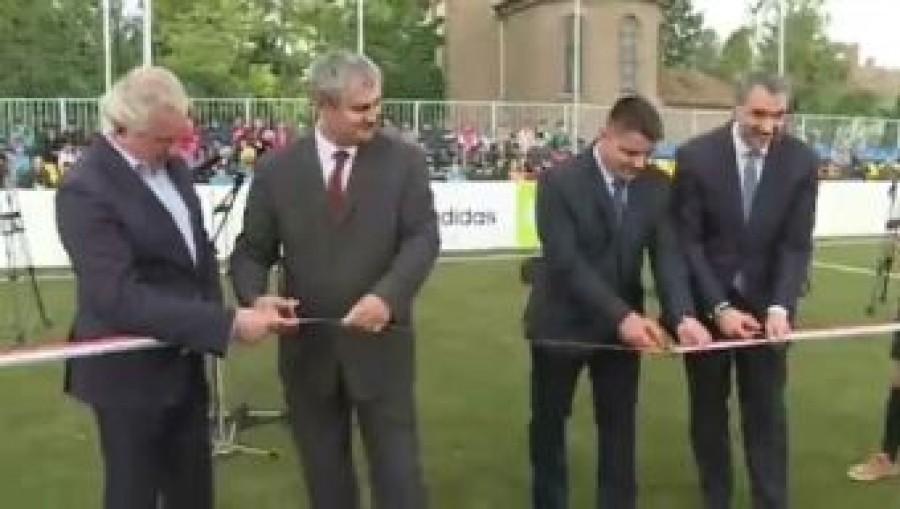 33 millió forintból épült műfüves focipálya a hátrányos helyzetű faluban!