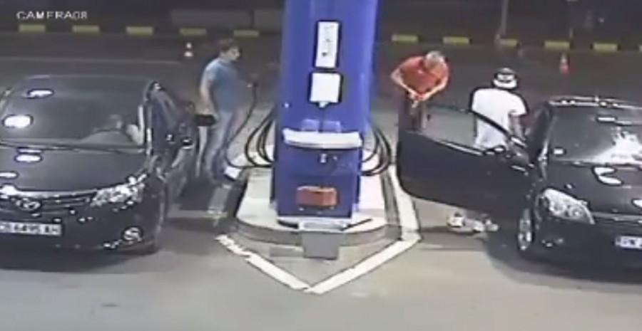 A benzinkutas úgy megleckéztetett egy nagyképű gyereket, hogy az életben nem felejti el!