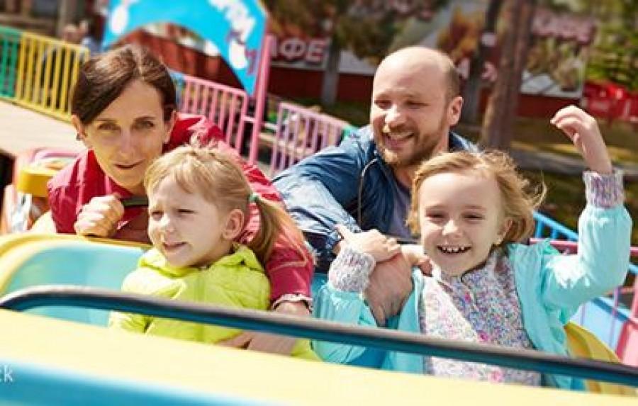A kétgyerekes családról a vidámparkban egy olyan fotó készült, amitől ledöbbentek