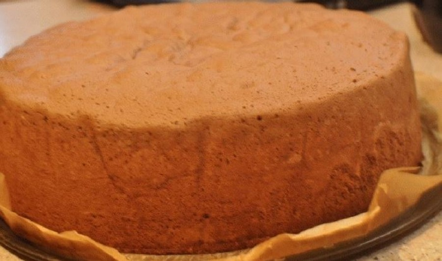 Vizes piskóta - szép magas lesz, és még sütőpor se kell bele!