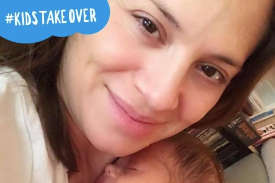 Szinetár Dóra a kisbabájával egy nagyon bájos képen!