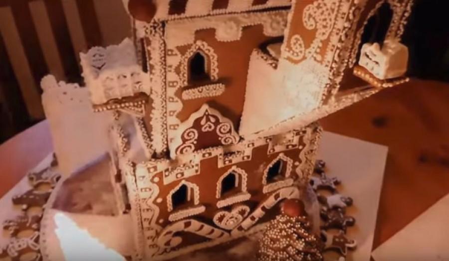 Így készül egy mézeskalacs kastély!