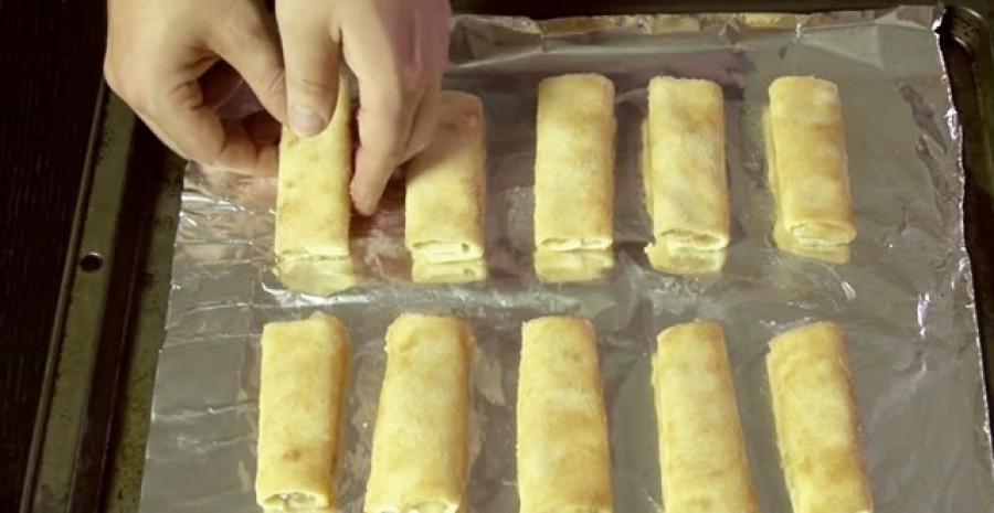 Pár szelet kenyér, és készítheted is ezt a különlegesen finom almás tekercset