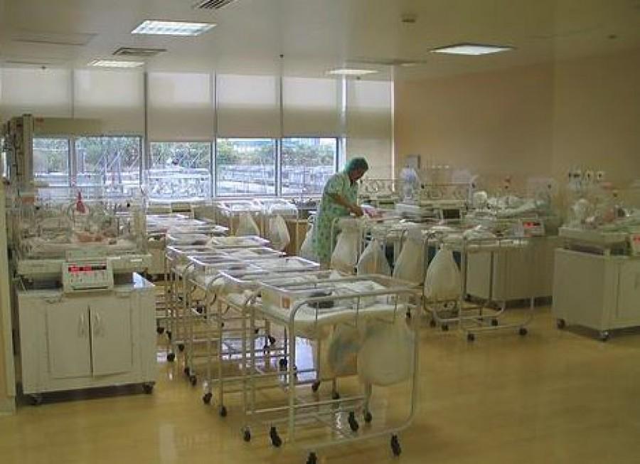Egy perccel éjfél után született meg az első baba