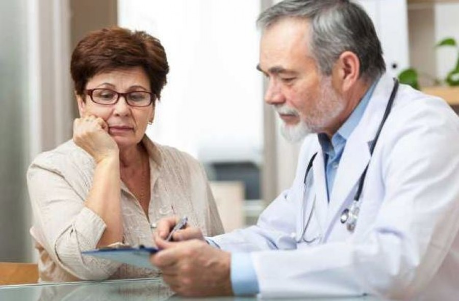 Változás a háziorvosi rendelőkben! Kínos kérdéseket is fel kell tenni az orvosok az új előírás szerint.