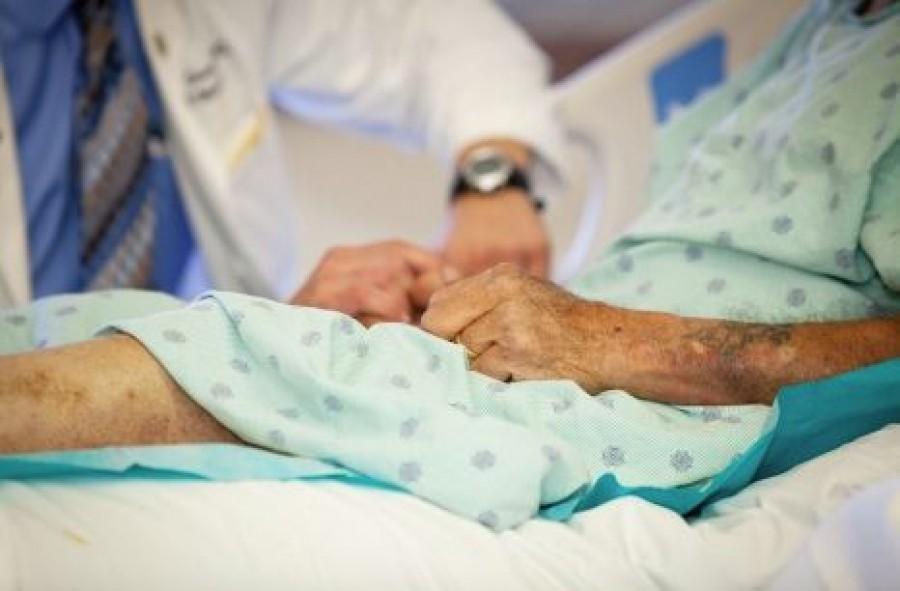 Felső korhatárt vezetnének be egyes kezeléseknél, műtéteknél