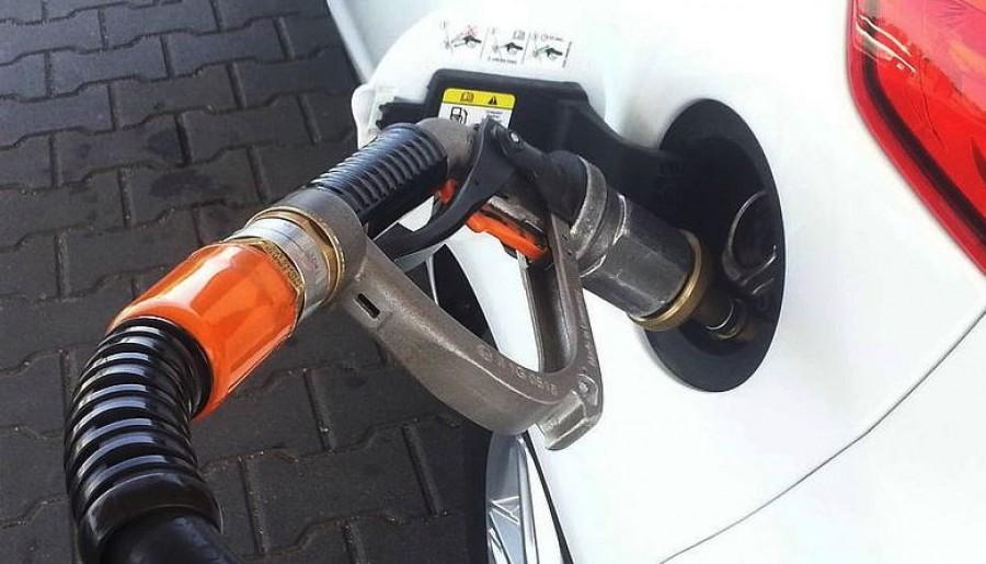 Autósok figyelem! Szerdán jelentősen drágul az üzemanyag!